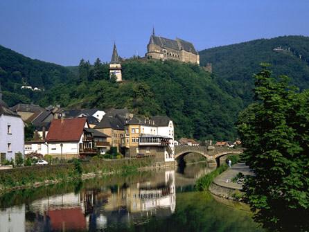 Hoteles baratos en espa a con hotelbono luxemburgo for Hoteles bonitos madrid
